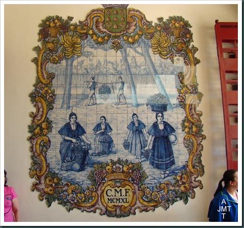 DSC03322-BIS-Funchal-azulejos entrée marché aux fleurs BW
