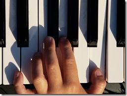 hand-on-piano