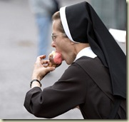 nun_eating_gelato