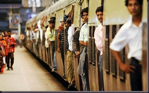mumbai_trains_doorways_23