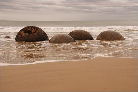 Mysterious Moeraki Boulders 11