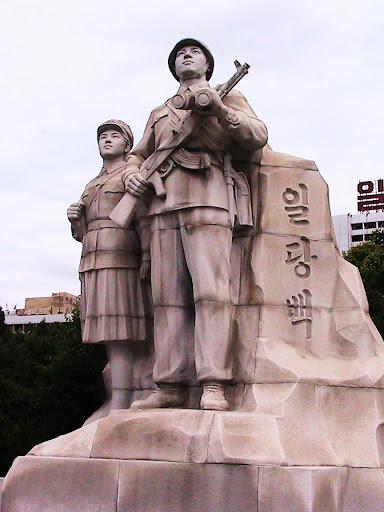 Fotos de las Crónicas de Un Viaje a Corea Estatuas%20%284%29