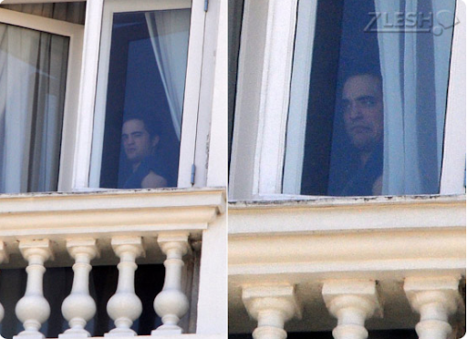 Robert Pattinson no hotel que está hospedado aqui no Brasil