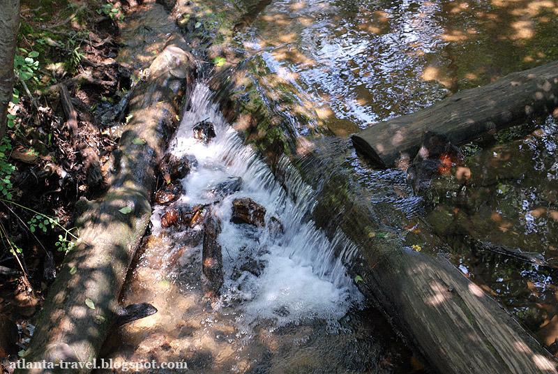 Водопад в парке Amicalola Falls State Park
