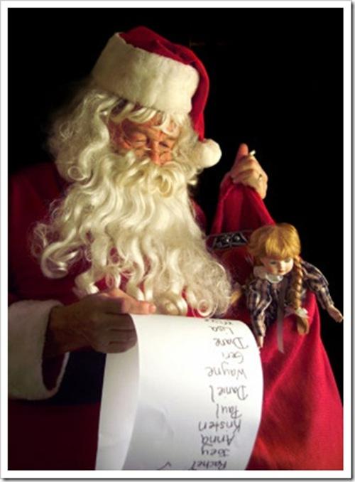 santa_claus_a_christmas_present_thumb[2]