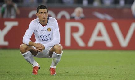 Footballers-Ronaldo-sinks-005