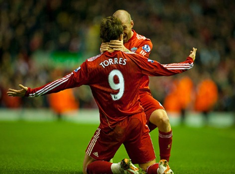 LIVERPOOL, ENGLAND - Sunday, November 7, 2010: Liverpool's Fernando Torres celebrates scoring his second goal against Chelsea with team-mate Raul Meireles during the Premiership match at Anfield. (Photo by David Rawcliffe/Propaganda)