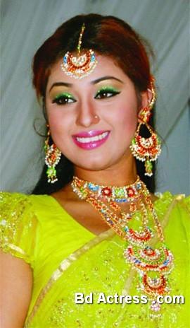 Bangladeshi Actress Apu Biswas-13