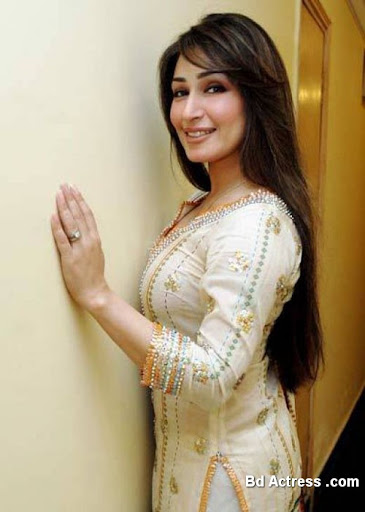 Pakistani Actress Reema Khan Photo-07