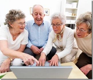 idosos-computador-grande