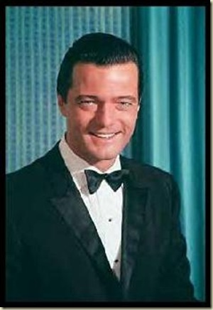 Robert Goulet (tux)