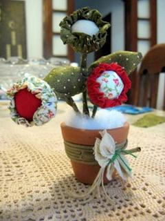 artemelza - flor com 3 fuxicos