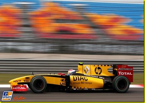 Vitaly Petrov (RUS) Renault R30. Formula One World Championship, Rd 7, Turkish Grand Prix, Qualifying Day, Istanbul Park, Turkey, Saturday 29 May 2010.