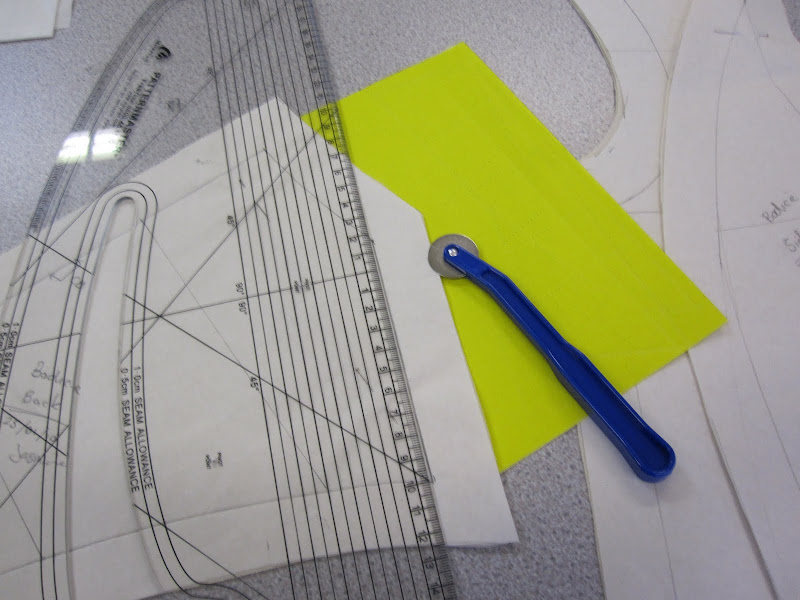 Copying the seam markings on to the pattern peices of both sides using a tracing wheel, copy papaer and a pattern master.