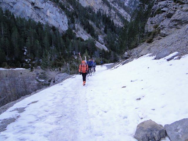 comienza la caminata, seguiremos porteando hasta la entrada del barranco de Cardal