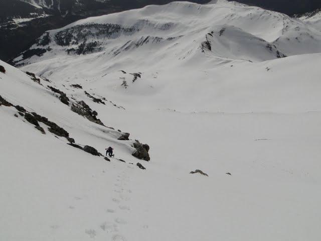 fuera esquís, a pata que esto se empina más todavía