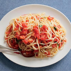 Spaghetti with Raw Tomatoes Recipe