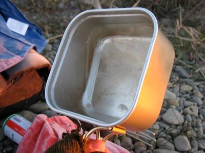 かちかちに凍る水