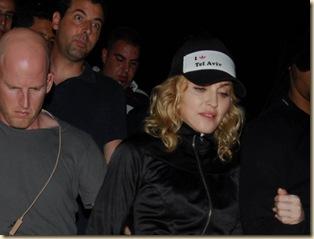 Madonna pyhilla haudoilla