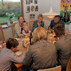 Hygge i Åvangen efter festen - tid til at spise lidt rester fra frokosten