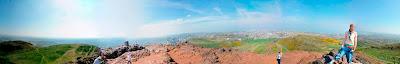 På toppen af Arthurs Seat. Edinburghs højeste punkt.