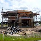 Set fra vest. Stederne er som beklædt med træ skal dækkes med fibercementplader.