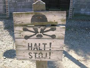 125 - Auschwitz I, cartel informativo.JPG
