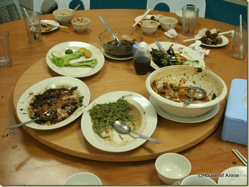 empty dishes at penang seafood restaurant