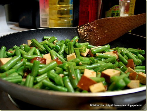 Stir-Frying Green Beans with Savory Tofu