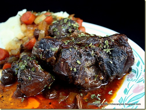 Oxtails Braised in Red Wine with Mashed Potatoes
