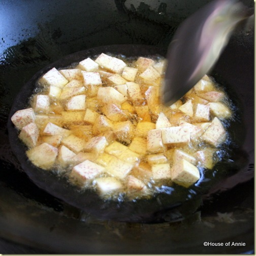 Frying cubes of taro