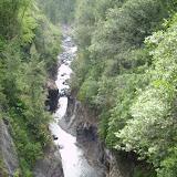 Der Fluss hat sich im Laufe der Jahre immer weiter nach unten gegraben