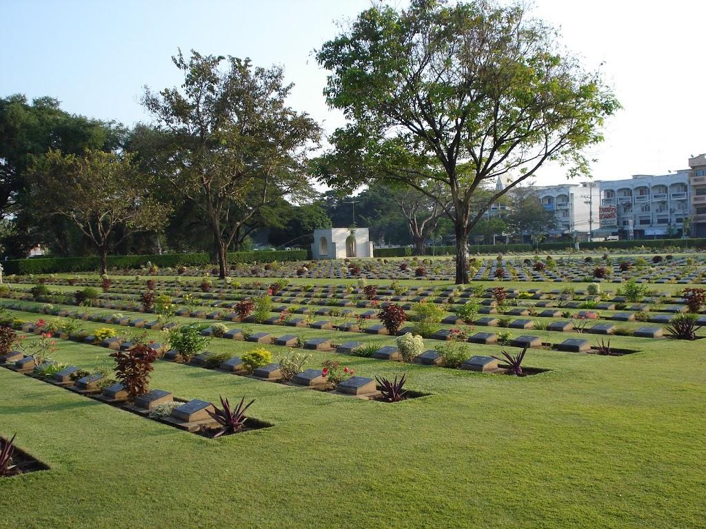 Geallieerdenbegraafplaats Kanchanaburi 30nov07.JPG