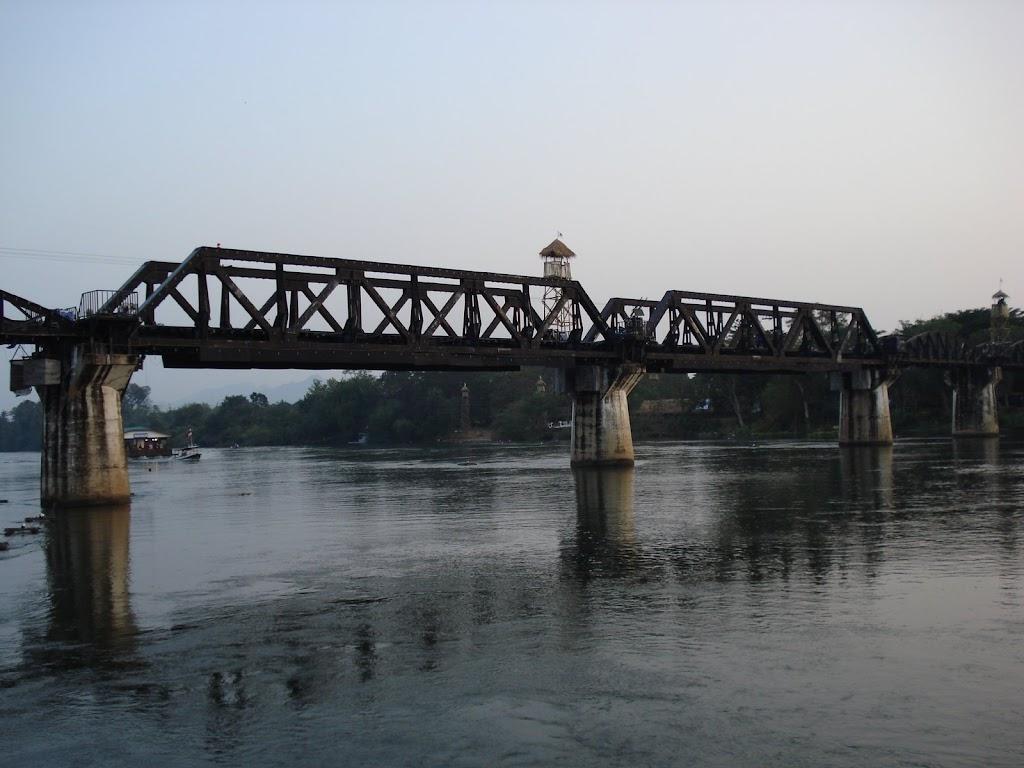 Bridge over the River Kwai overdag Kanchanaburi 30nov07.JPG