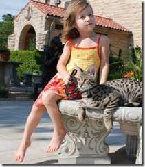 kathrin-stucki-photos-savannah-cat-and-daughter-4