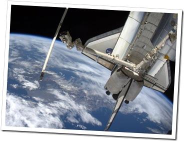 Discovery, fotografado a partir da ISS (Foto via G1)