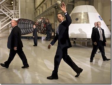 Obama em visita ao Centro Espacial Kennedy (Foto: NASA)