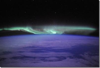Foto de aurora austral, publicada no Twitter em 20/06/2010 por Douglas Eheelock, na ISS (Foto via R7)