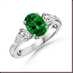 Oval-Colombian-Emerald-with-Pear-Shaped-Diamond-Side-Stones-in-Platinum-(9X7-mm)_SRW0382EH_Reg