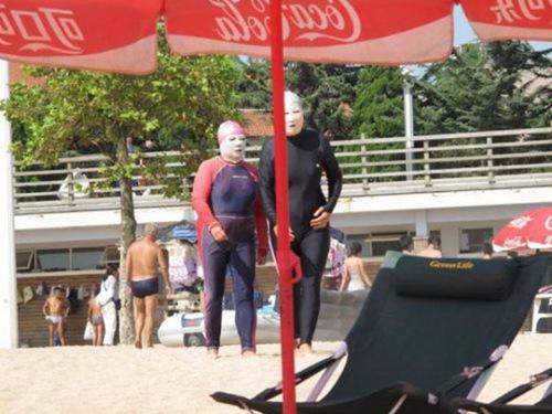 unusual_bathing_suits_640_08