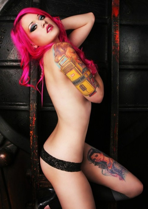 beautiful_women_with_tattoos_17