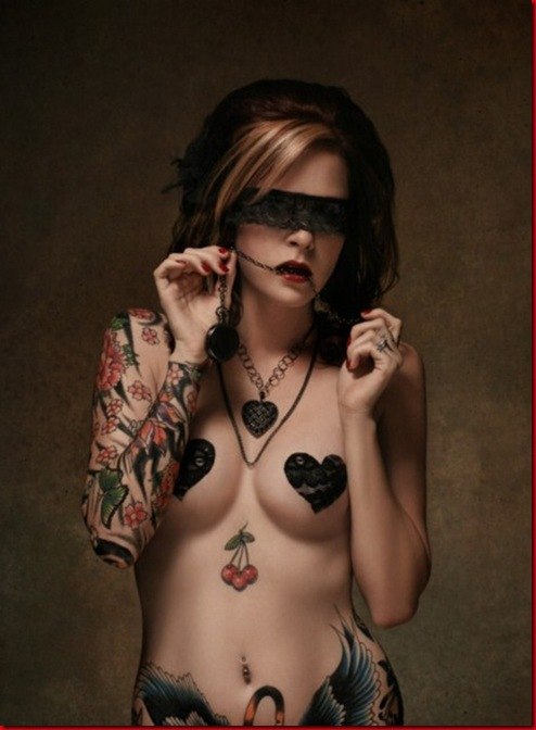 beautiful-women-with-tattoos-7