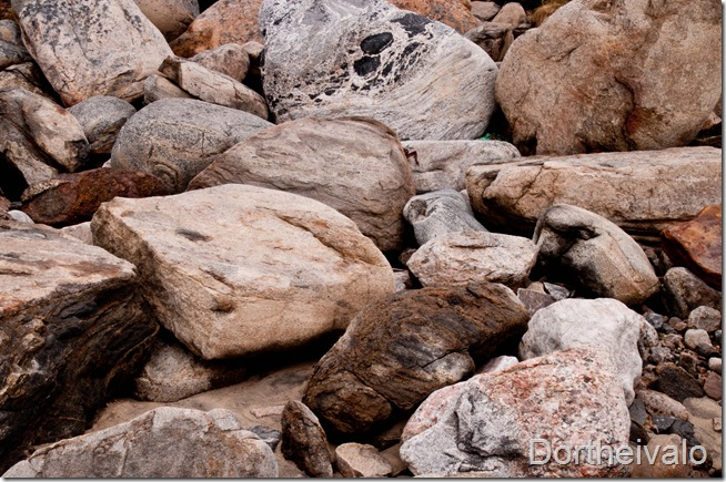 bare en bunke sten
