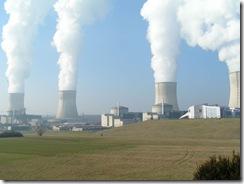 usina-nuclear-emitindo-vapor-nao-toxico