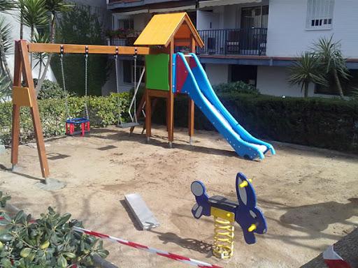 montaje de un parque infantil en una comunidad de vecinos