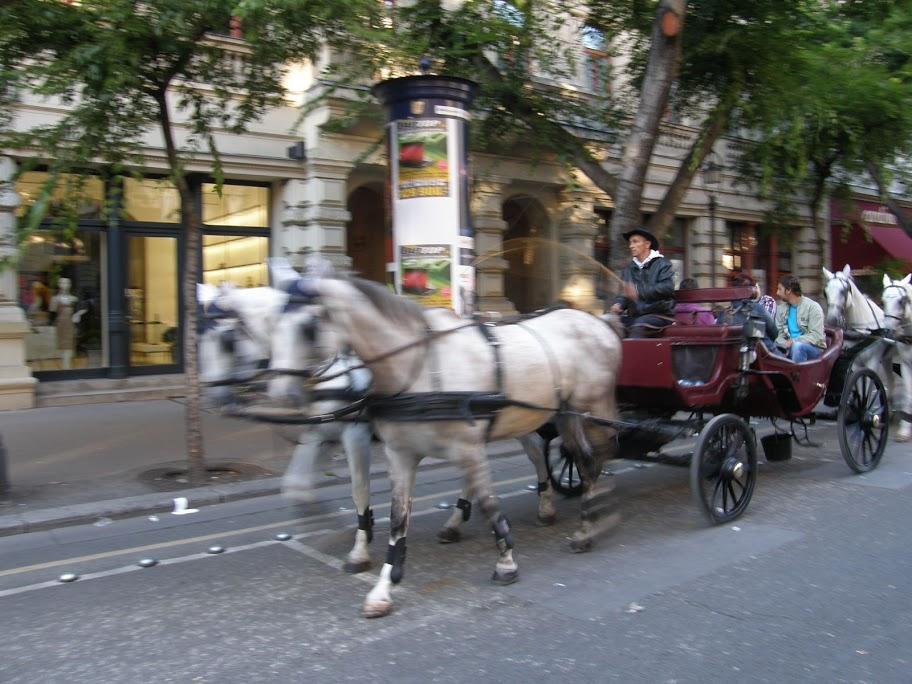 Budapest,  Andrássy út, In-Kal Security,  koncert, zenés korzó, VI. kerület,   Liszt, Mahler, Erkel, lovaskocsi