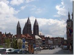 2010.08.08-014 cathédrale vue de la grand place