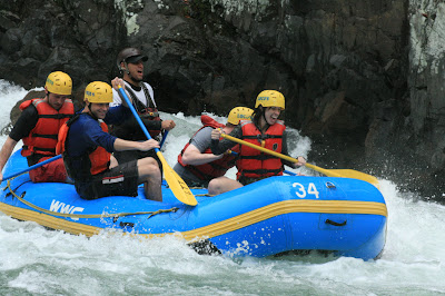 River rafting on Pacuare River / Rafting sur la rivière Pacuare