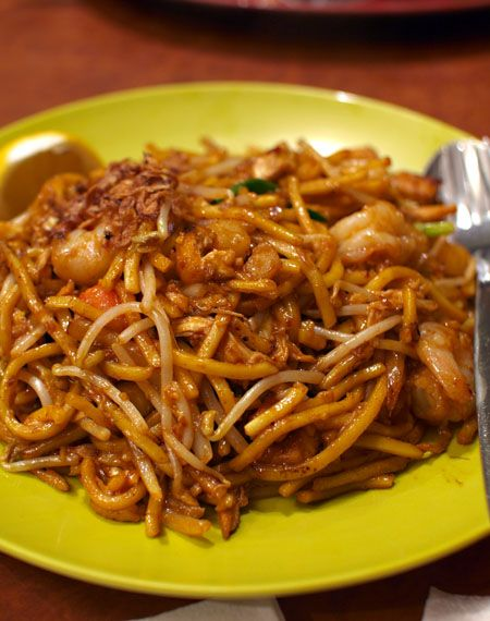Indian Mee Goreng Fried Egg Noodle With Potatoes Chicken Shrimps