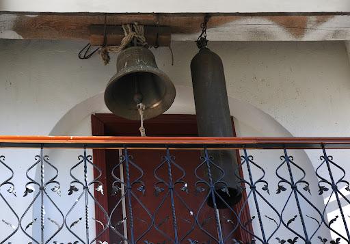 дзвони на балконі